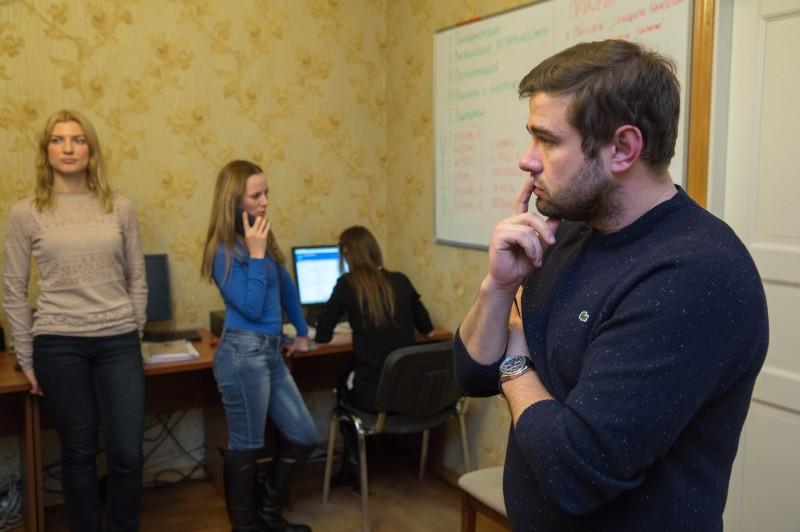 Для своих сотрудников Алексеев сам проводит тренинги по агрессивным продажам. Фото: Макс Новиков