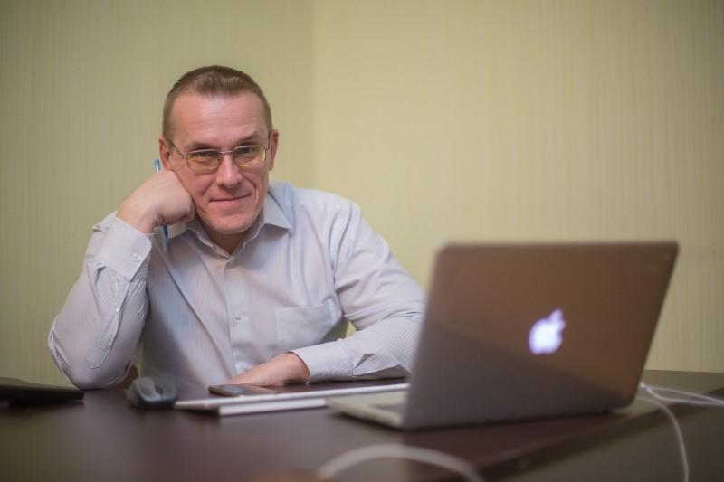 Финансовый директор и совладелец «ДВБ» Борис Зырянов перевел всю переписку и финансовые поручения в Pyrus. Фото: Макса Новикова.
